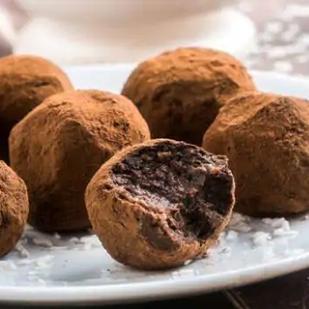 Healthy dessert recipe: Chocolate truffles with curcumin